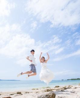 沖縄のプライベートヴィラで家族挙式